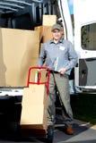 Cartero con la caja del paquete fotografía de archivo