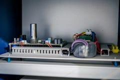 Cartes électriques à l'intérieur du dispositif photographie stock
