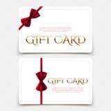Cartes cadeaux con el arco rojo y el texto de oro