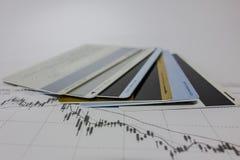 Cartes de banque et diagrammes de marché boursier photographie stock libre de droits