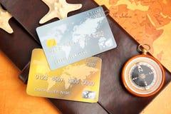 Cartes de crédit avec le portefeuille Photographie stock libre de droits