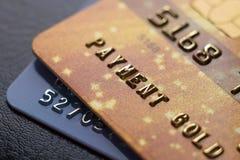 Cartes de crédit en gros plan de la photo deux avec des nombres Images libres de droits