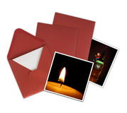 Cartes de Noël et enveloppes rouges, fond blanc Photo stock