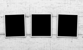 Cartes de photo sur le fond en bois Image libre de droits
