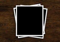 Cartes de photo sur le fond en bois Photos libres de droits