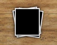 Cartes de photo sur le fond en bois Image stock
