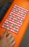 cartes de score de bingo-test et la main Image libre de droits