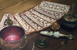Cartes de Tarot Diseur de bonne aventure divination image libre de droits
