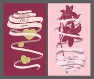 Cartes de vintage d'invitation de mariage avec le longs ruban, coeur et fleur Photographie stock