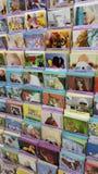 Cartes de voeux drôles dans le support de magasin Image stock