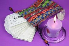 Cartões e vela de Tarot Fotografia de Stock Royalty Free