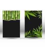 Cartes en bambou vertes sur le gris Image stock