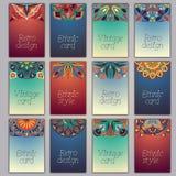 Cartes en liasse avec le fond décoratif floral d'éléments de mandala Bannières fleuries orientales indiennes asiatiques Photo stock