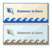 Cartes en liasse d'été avec le symbole de coquille illustration de vecteur