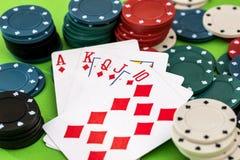 Cartes et jetons de poker Image libre de droits