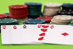 Cartes et jetons de poker Photos libres de droits