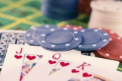 Cartes et jetons de poker Images stock