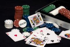 Cartes et puces de jeu de tisonnier Images stock