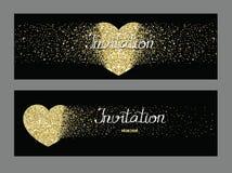 Cartes noires d'invitation avec les coeurs texturisés d'or Photographie stock libre de droits