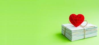 Cartes postales, carte postale vide, postcrossing, lettre d'amour rouge de coeur Images libres de droits