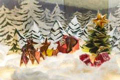 Cartes postales de Joyeux Noël et bonnes fêtes d'origami images libres de droits
