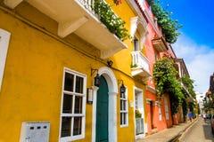 CARTHAGÈNE, COLOMBIE 22, 2017 : La rue de ville de Carthagène avec les bâtiments colorés de Carthagène a muré la ville Photographie stock