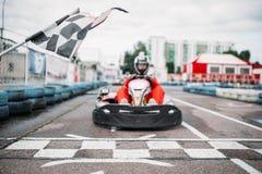 Carting гонщик на линии старта, вид спереди Стоковая Фотография