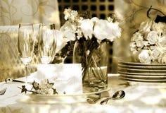 Cartão branco do lugar na tabela ao ar livre do casamento Fotos de Stock Royalty Free