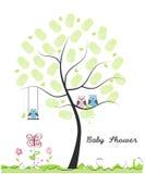 Cartão da festa do bebê illusytration com nuvens, o sol e o buggy Coruja do bebê Família da coruja com feito da ilustração do vet Fotos de Stock Royalty Free