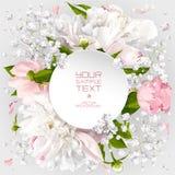 Cartão do convite com peônias e as flores brancas pequenas Imagem de Stock Royalty Free