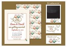 Cartão do molde com corujas em um ramo de árvore ano novo feliz 2007 Pares da coruja do desenho Convite do casamento, obrigado ca Fotos de Stock Royalty Free