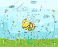 Cartolina con un'estate dell'iscrizione ciao Illustrazione di vettore nello stile di scarabocchio con un'ape illustrazione di stock