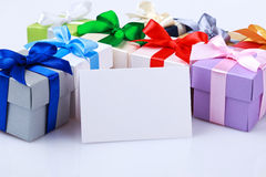 Cartolina d'auguri con i contenitori di regalo Fotografie Stock Libere da Diritti