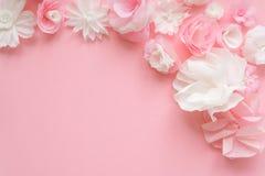 Cartolina d'auguri con i fiori di carta Fotografie Stock