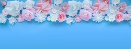 Cartolina d'auguri con i fiori di carta Immagine Stock Libera da Diritti