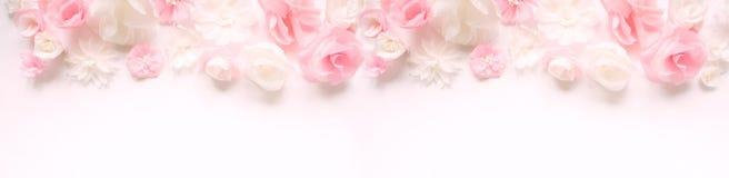 Cartolina d'auguri con i fiori di carta Fotografia Stock Libera da Diritti