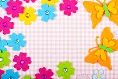 Cartolina d'auguri con i fiori e la farfalla fotografia stock