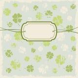 Cartolina d'auguri con le foglie del trifoglio Fotografia Stock