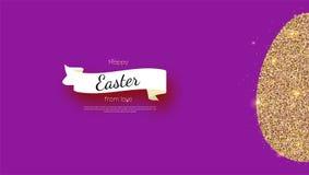 Cartolina d'auguri con le vacanze di Pasqua felici La siluetta dell'uovo di Pasqua dallo splendere brillare dorato spolvera e vec illustrazione vettoriale