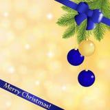 Cartolina d'auguri con un ramo dell'abete con le palle di Natale e un nastro festivo blu royalty illustrazione gratis