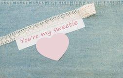 Cartolina d'auguri del biglietto di S. Valentino con cuore ed iscrizione in bianco You're Fotografie Stock