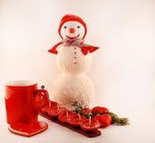 Cartolina d'auguri del nuovo anno con il pupazzo di neve tricottato Immagine Stock