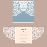 Cartolina d'auguri dell'invito o di nozze con l'ornamento astratto Modello della busta di vettore per il taglio del laser Carta d Immagine Stock