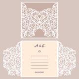 Cartolina d'auguri dell'invito o di nozze con l'ornamento astratto Modello della busta di vettore per il taglio del laser Carta d Fotografie Stock