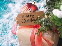 Cartolina d'auguri di Buon Natale con il regalo Fotografia Stock