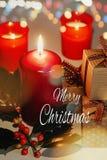 Cartolina d'auguri di Buon Natale con testo Candele di Lit, contenitori di regalo e ramo di agrifoglio illustrazione di stock