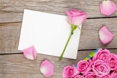 Cartolina d'auguri di giorno di biglietti di S. Valentino o scatola della struttura e di regalo della foto in pieno di Immagini Stock