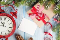 Cartolina d'auguri di Natale sopra fondo di legno fotografia stock libera da diritti