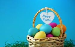 Cartolina d'auguri felice del canestro di Pasqua Fotografie Stock Libere da Diritti