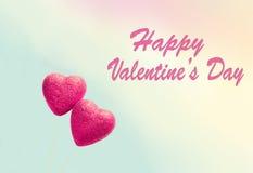 Cartolina d'auguri per il giorno del ` s del biglietto di S. Valentino, con due cuori rossi Fotografie Stock Libere da Diritti